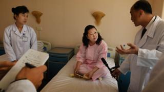병원에서 인터뷰 중인 북한 주민