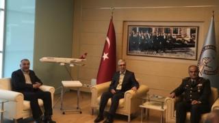 محمد باقری رئیس ستاد کل نیروهای مسلح ایران (نفر وسط) به دعوت همتای خود در ترکیه و برای یک دیدار سه روزه عازم این کشور شده