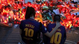 поминальные свечи на Лас Рамблас в Барселоне
