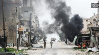 Les combattants kurdes et arabes syriens contrôlent désormais 40% de Tabqa