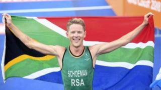 Henri Schoeman à la fin de l'épreuve de triathlon masculin des Jeux du Commonwealth 2018.