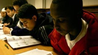 Students wey dey read.