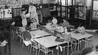 亚洲流感蔓延到英国,但伦敦的学校并没有关门,40人的班级只有9人出勤,也要继续上课。