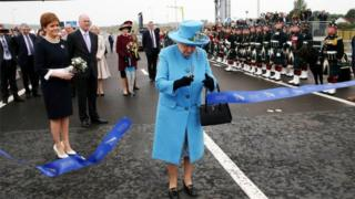 The Queen opens the bridge
