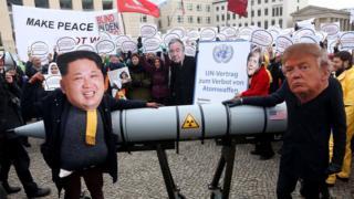 11月Ican在柏林組織了一場反核武器的遊行活動。