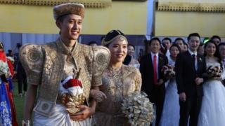श्रीलंका में शादी करने आया चीनी जोड़ा