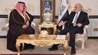 Iraqi Foreign Minister Ibrahim al-Jaafari (R) meeting with the new Saudi ambassador to Iraqi Thamer al-Sabhan in Baghdad (14 January 2016)