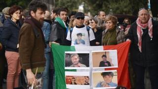 People hold a vigil for Giulio Regeni in front of the Italian Embassy in Cairo (file photo)