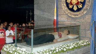 гроб с телом Маркоса