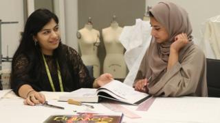 फ़ैशन डिज़ाइनर, सादिया ख़ुबाब, महनूर अंसारी