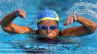 Nora Ronai swimming