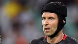 Petr Cech yatangiye gufana ikipe ya Hockey ya Guildford Flames akimara kuza mu Bwongereza mu 2004