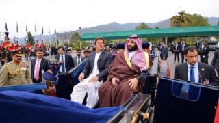 ولي العهد السعودي في استقبال حار بباكستان