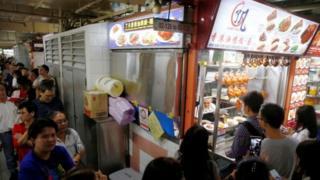 El puesto de comida Hong Kong Soya Sauce Chicken Rice and Noodle, en Singapur