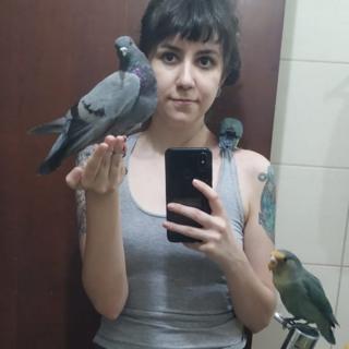 'Fui xingada nas redes sociais por resgatar um pombo ferido'