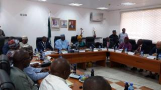 Nigeria goment don set committee to decide new salary for federal civil servants.