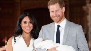 Sussex Düşesi Meghan Markle ve Prens Harry bebekleriyle Archie'yle