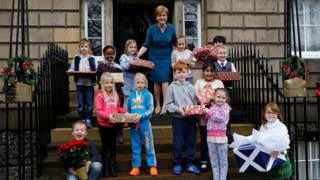 First Minister Nicola Sturgeon with eight-year-olds from Forthview Primary in Edinburgh