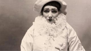 Félix Nadar, Sarah Bernhardt dans Pierrot assassin, vers 1883. BnF, département des Estampes et de la photographie.