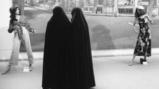 1992年,伊朗举办西式时装展