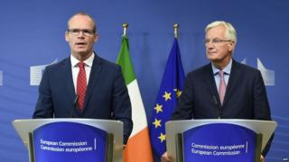 Michel Barnier (right) with Irish foreign minister Simon Coveney