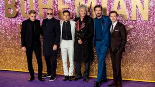 На премьере фильма в Лондоне (слева направо): Бен Харди, Роджер Тейлор, Рами Малек, Брайан Мэй, Гвилим Ли и Джо Маццелло