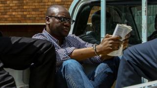 Arrêté déjà à plusieurs reprises, Evan Mawarire doit être déféré devant un tribunal lundi pour des accusations séparées