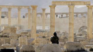 Сирийская армия в первый раз захватила Пальмиру в марте прошлого года