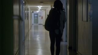 تلميذة تقول إنها تعرضت لاعتداء جنسي في المدرسة
