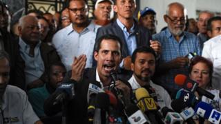 Lãnh đạo phe đối lập và là tổng thống lâm thời tự phong của Venezuela phát biểu sau khi họp với các lạnh đạo công đoàn ở Caracas hôm 5/3