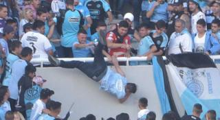 Balbo cae por la tribuna