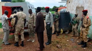 Security forces dey escort South Sudan soldiers wey dem suspect say rape five foreign aid workers come kill one local journalist