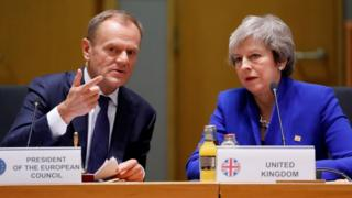 Donald Tusk y Theresa May