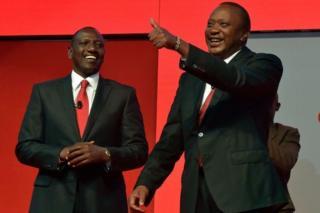 Uhuru Kenyatta ( kulia) na makamu wa rais William Ruto