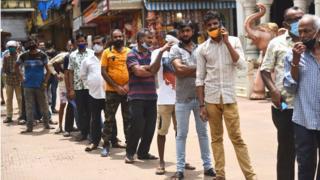 Queue in Delhi for vaccine
