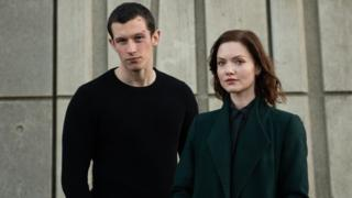 Callum Turner and Holliday Grainger