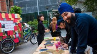 Man wearing Sikh turban outside Manchester Museum
