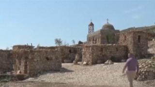 فنان عراقي يعيد بناء قرية قوش التاريخية
