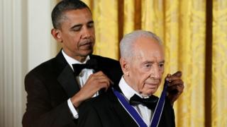 U.S. President Barack Obama (L) presents the Presidential Medal of Freedom to Israeli President Shimon Peres in the East Room of the White House in Washington in this June 13, 2012