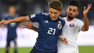 Jugadores de Qatar y Japón en un partido de la final de la Copa Asiática.