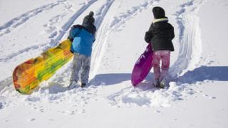 kids with sledges