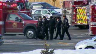 Полицейские на месте происшествия в городе Аврора