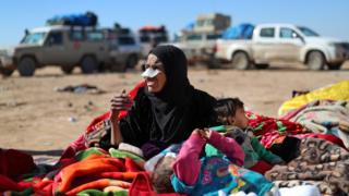 A woman and toddlers in Baghuz