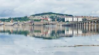 Eric Niven was at a place called Rickards Point in Newport when he saw this nice view across the river Tay to Dundee.