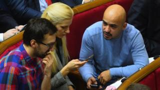 Лещенко, Заліщук та Найєм давно критикують дії фракції БПП, як і президента Петра Порошенка, але вийти з фракції вирішили лише за кілька місяців осінніх парламентських виборів