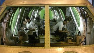 Установка оборудования внутри самолета