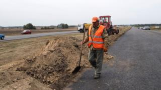 Фирмы, связанные с депутатом, обвиняются в махинациях с ремонтом дорог