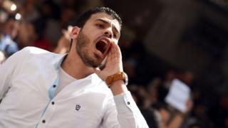شاب يصيح في احتجاجات ضد تنازل مصر عن تيران وصنافير للسعودية