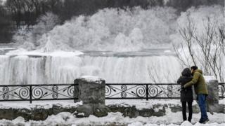 Пара на водопаде