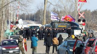 Police move in on the blockade in Tyendinaga, Ontario